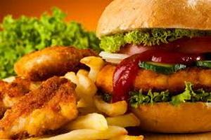 Психологи: отказаться от вредной пищи почти так же сложно, как и от наркотиков
